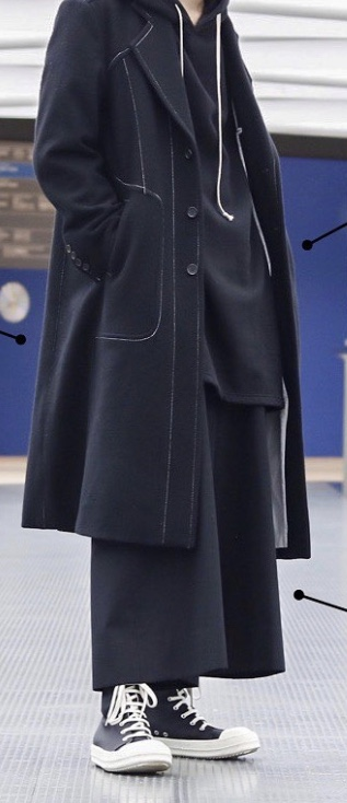 yeezy 500ハイスレート、こういう服に合うと思うねんけど、どうかな??(自