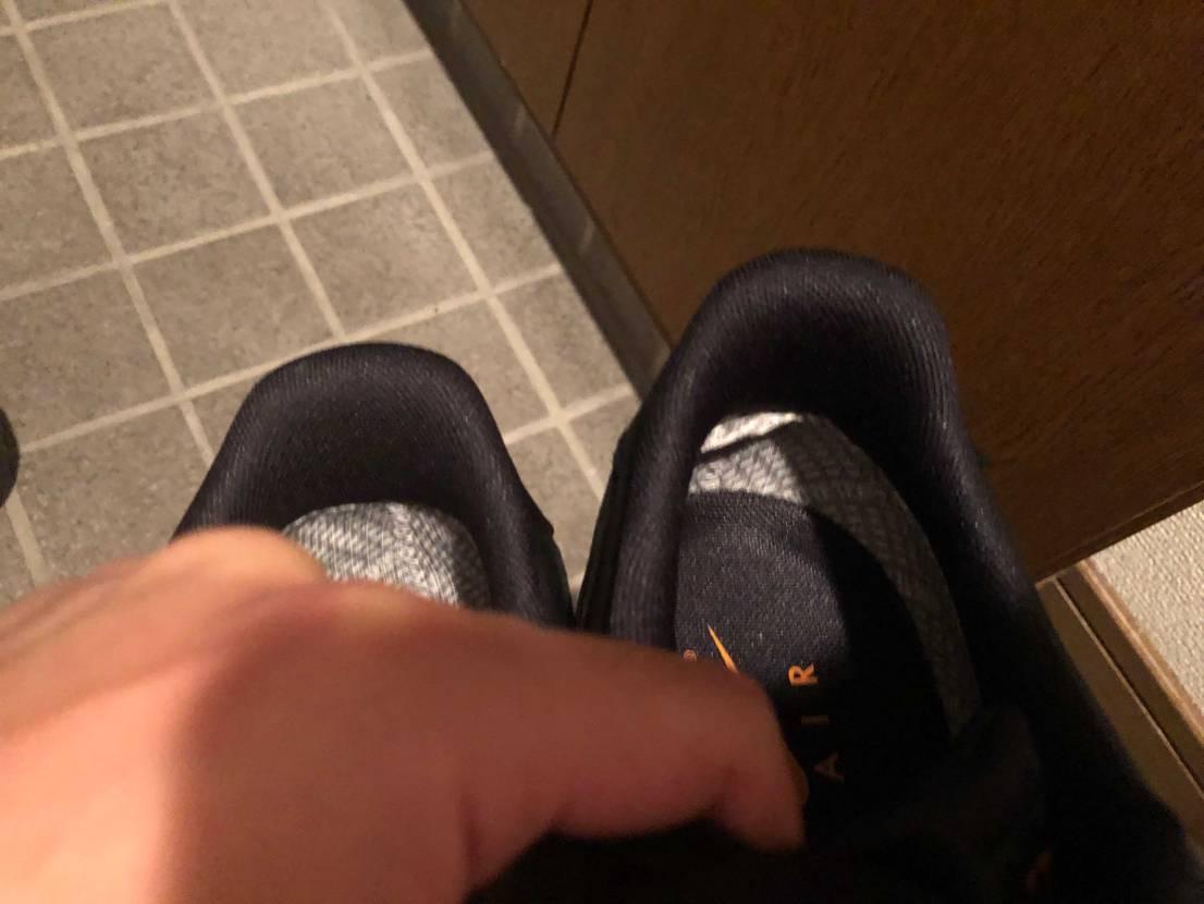 かかとの部分が折れ曲がって、履いたら凄い違和感あるんですけど、 同じような境遇