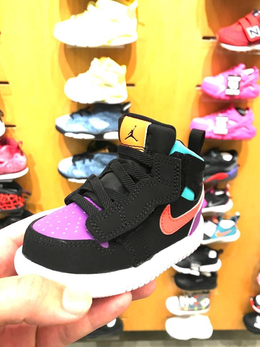 これなら靴紐結べないウチの娘でも履ける! しかし、カラーがなぁ〜。このシリーズ