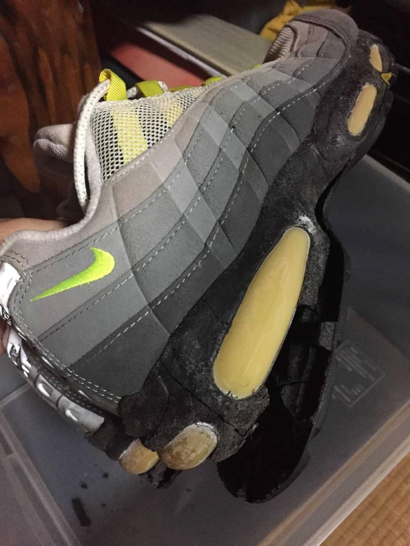 9時前から片付けしてたら、AJ1LOW忘れてた。 加水分解の靴は皆様どうします