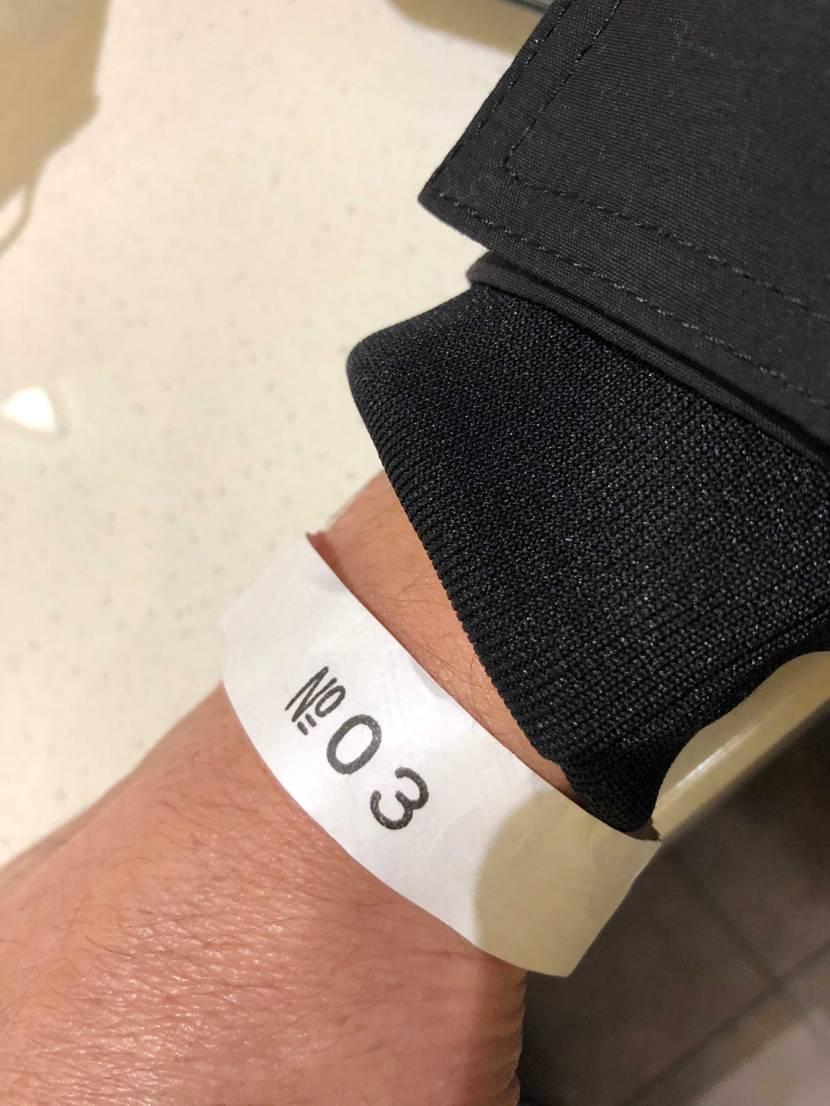 アンカバ阪急メンズ館の並びは30人位でした。 抽選締め切り時間ギリギリで1番後