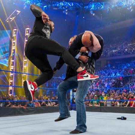 WWEユニバーサル王者ローマン・レインズも9.10スマックダウン大会で着用