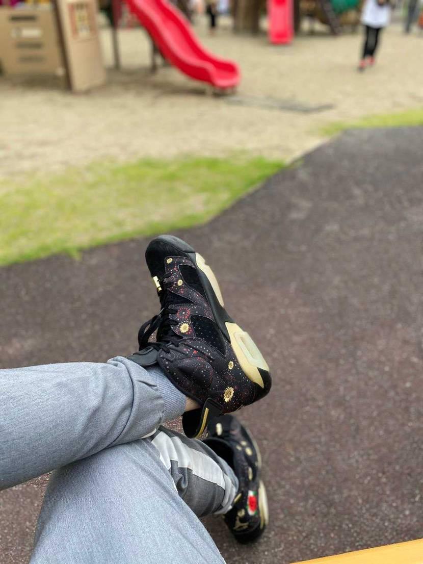 天気がなんとかもってくれてるから子供と公園に♪  花火大会もないから靴だけで