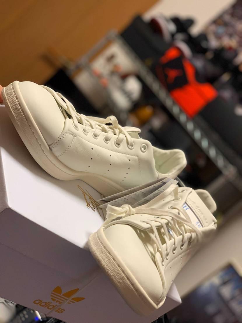 一目惚れ。 質感も色もクオリティも箱も完璧です!  adidas stan