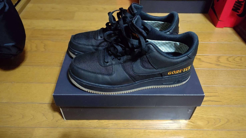 届きました。早速履いてバイトに行ってみたけど非常に良い。この靴を見てスニーカー好