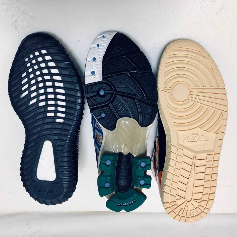 同サイズのNike ASICS adidas を並べてみました