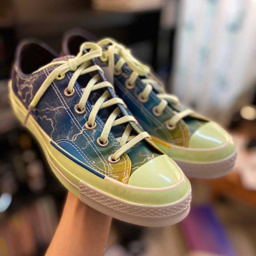 雷属性っぽい靴買った⚡️