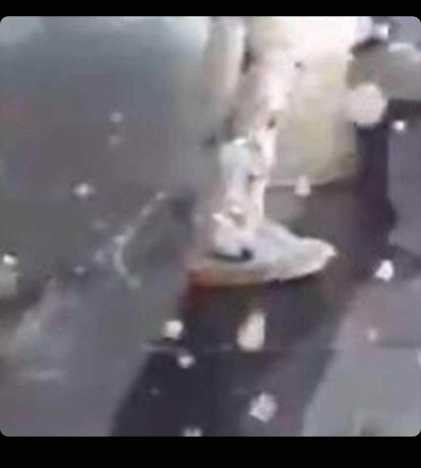 このスニーカー 何かわかる変態の方おられますか?笑笑