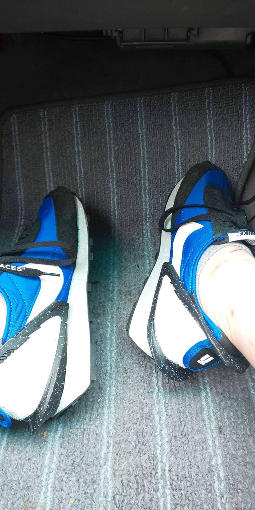 雨が振らなそうなのでデイブレイク ブルーを初履き。 シューレースを替えたので少し