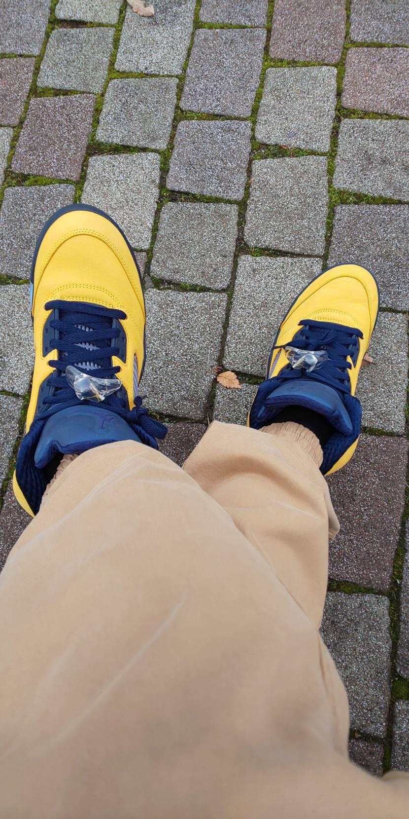 今日の1足。 ミシガン、色合いが好き。 シューレースを替えようと買ってはいるもの