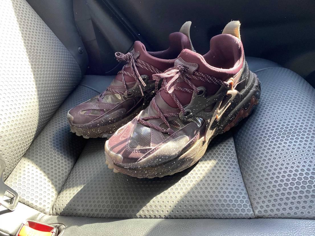 今日も仕事でコイツを履いてます。 小洒落た安全靴みたいだな👞