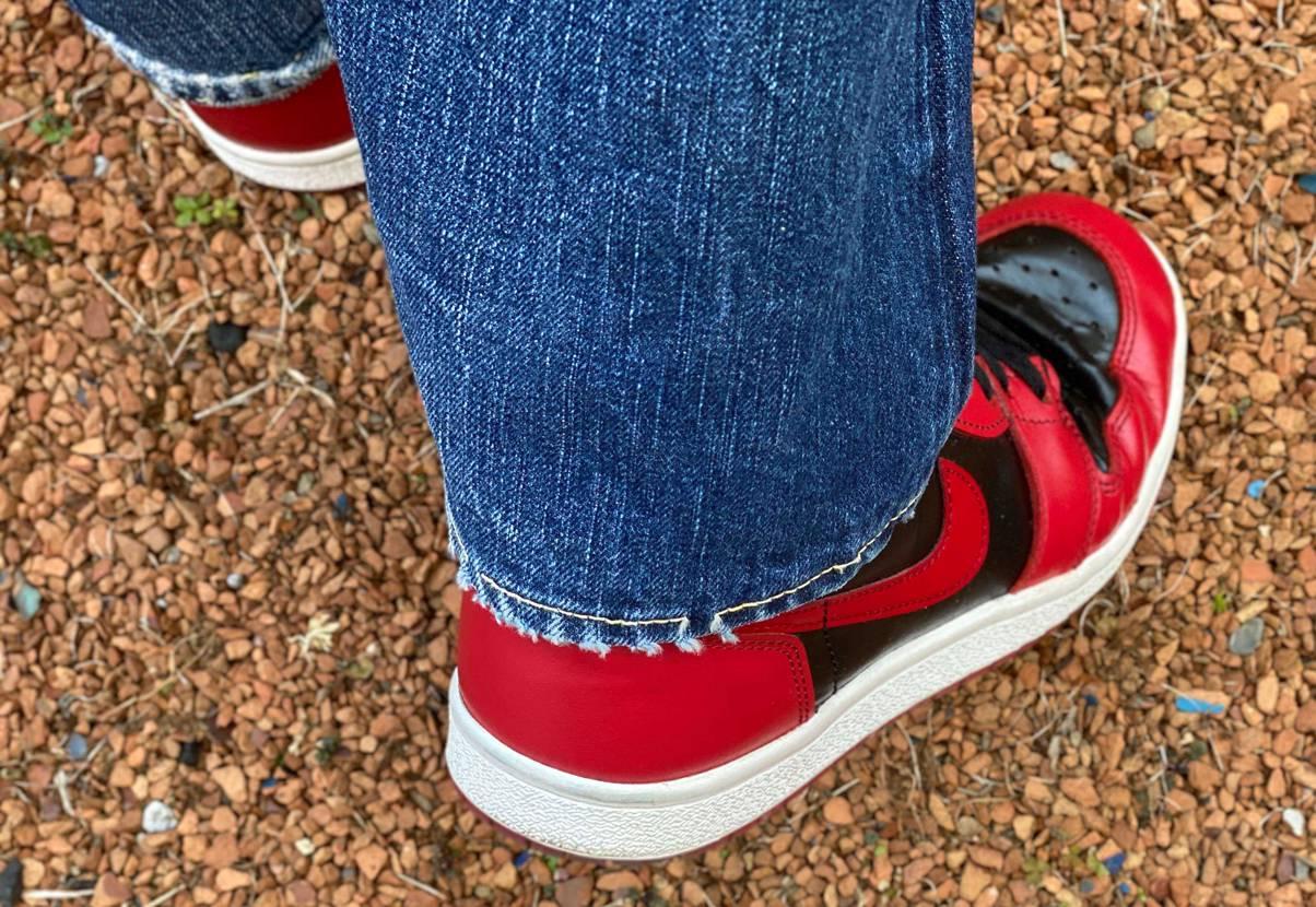 Nグレーと比較されがちですが、赤黒には独特な質感ありますね〜 これ履いちゃうと、