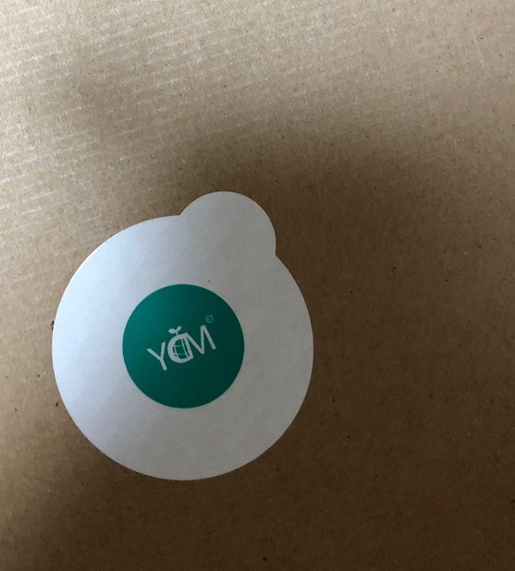 スニーカーの箱を開けるとよく箱に貼られている YDMのシールって どんな意味