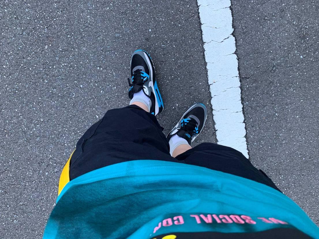 今日は都知事選挙投票日。適当にシャツとパンツ選んで90履いたら、同色だったことに