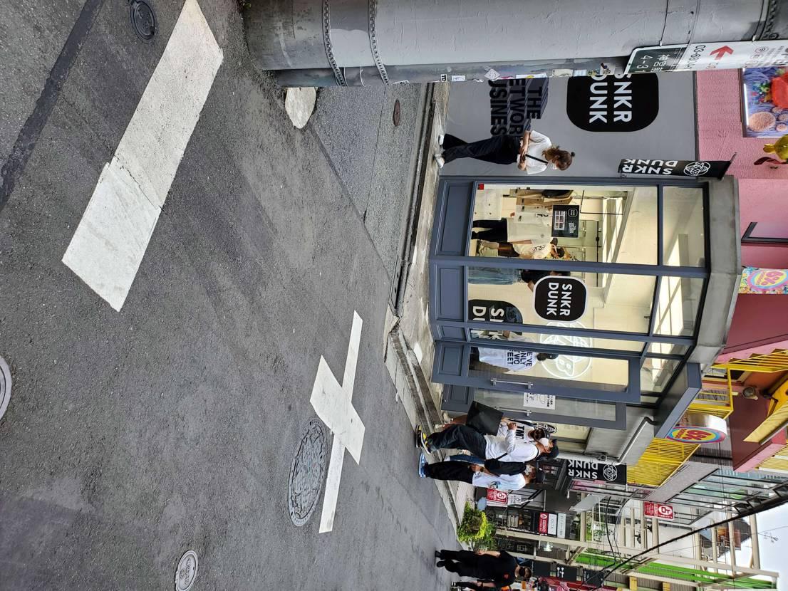 原宿Supreme近く SNKRDUNK店が 今日はYouTuber SOSHI