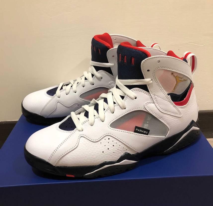台湾でも購入出来た〜🙌🏻 Jordan7は初めて買ったけど 足首周りが履く時