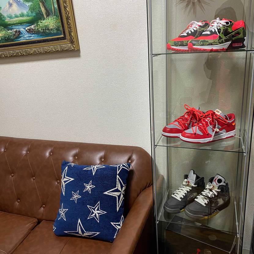 スニダンで投稿されてる方を参考にさせて頂いて、 デトルフにスニーカー飾ってみま