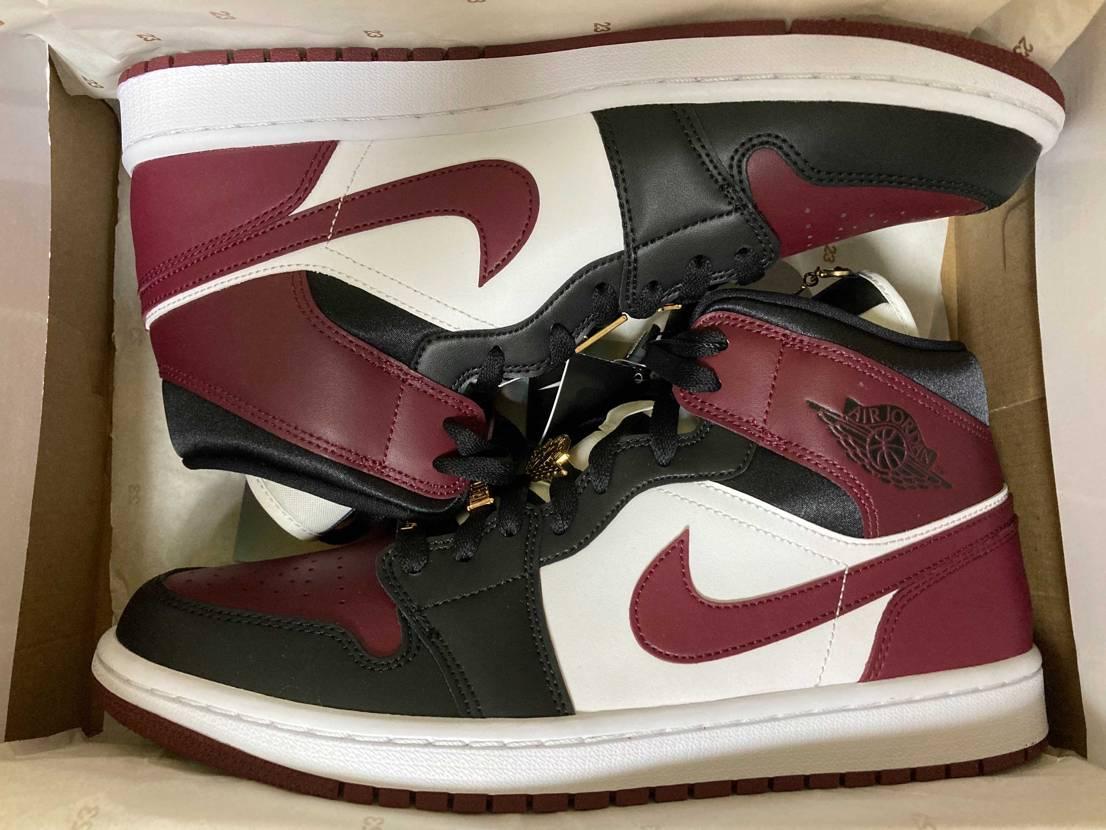 WMNSですが、気に入ったので購入しました! 普段の靴のサイズは27.5cmで