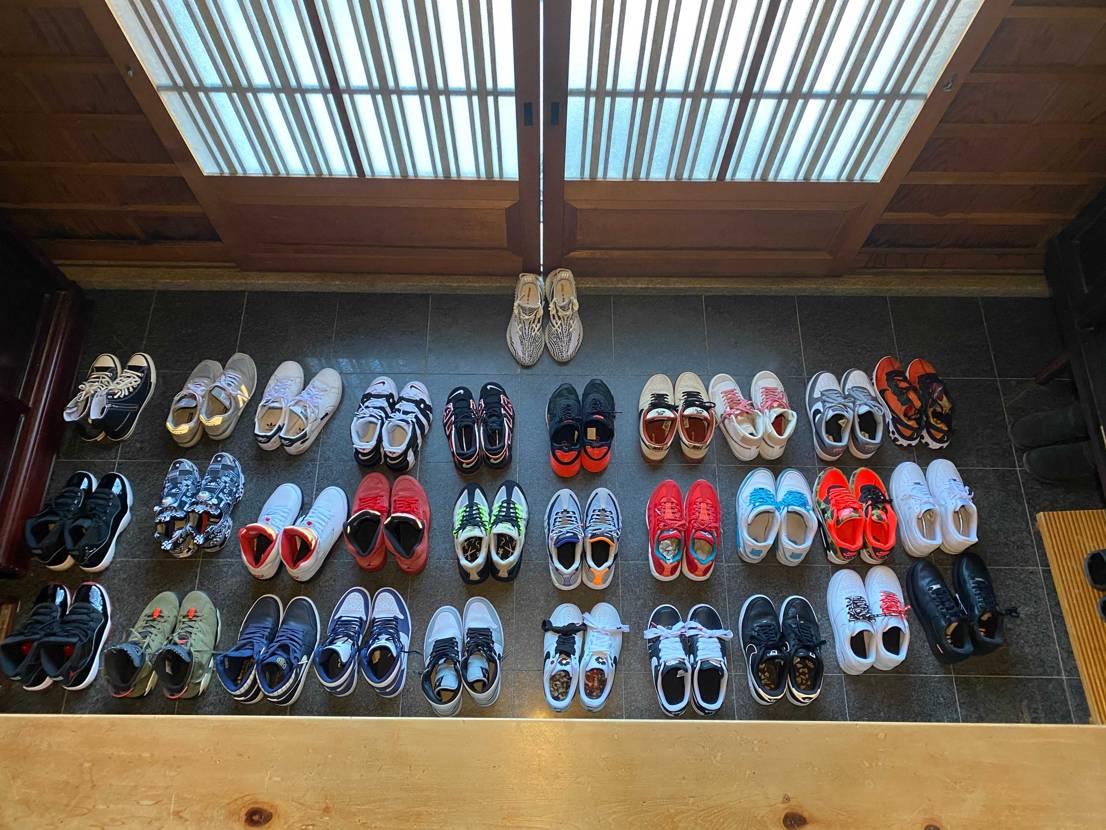 家の整理がてら、実際今何足かなと思い、 玄関に全種類並べてみました。 靴の朝