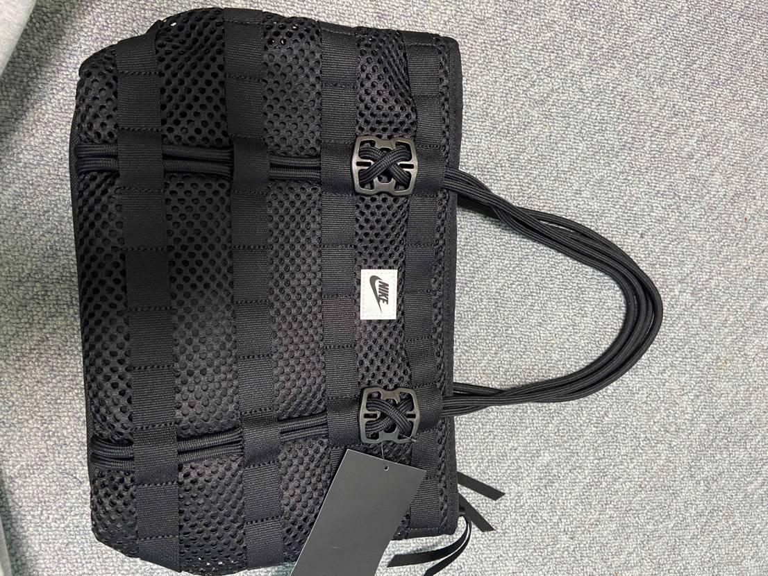 先日セールで購入したバッグが届きました☺️  見た目少し小ぶりのちょうどいい