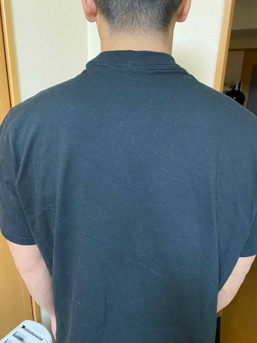 初めてStockXでシュプリームのtシャツ買ったんやけど この造りはありえんよ