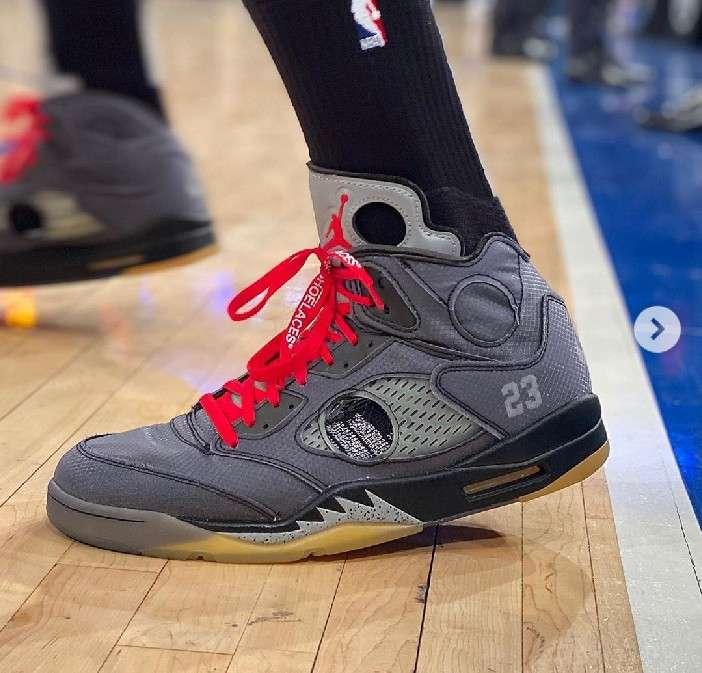 PJタッカー、NBA公式戦にて5!レアスニ履くのは有名ですが、穴あけて試合出るっ