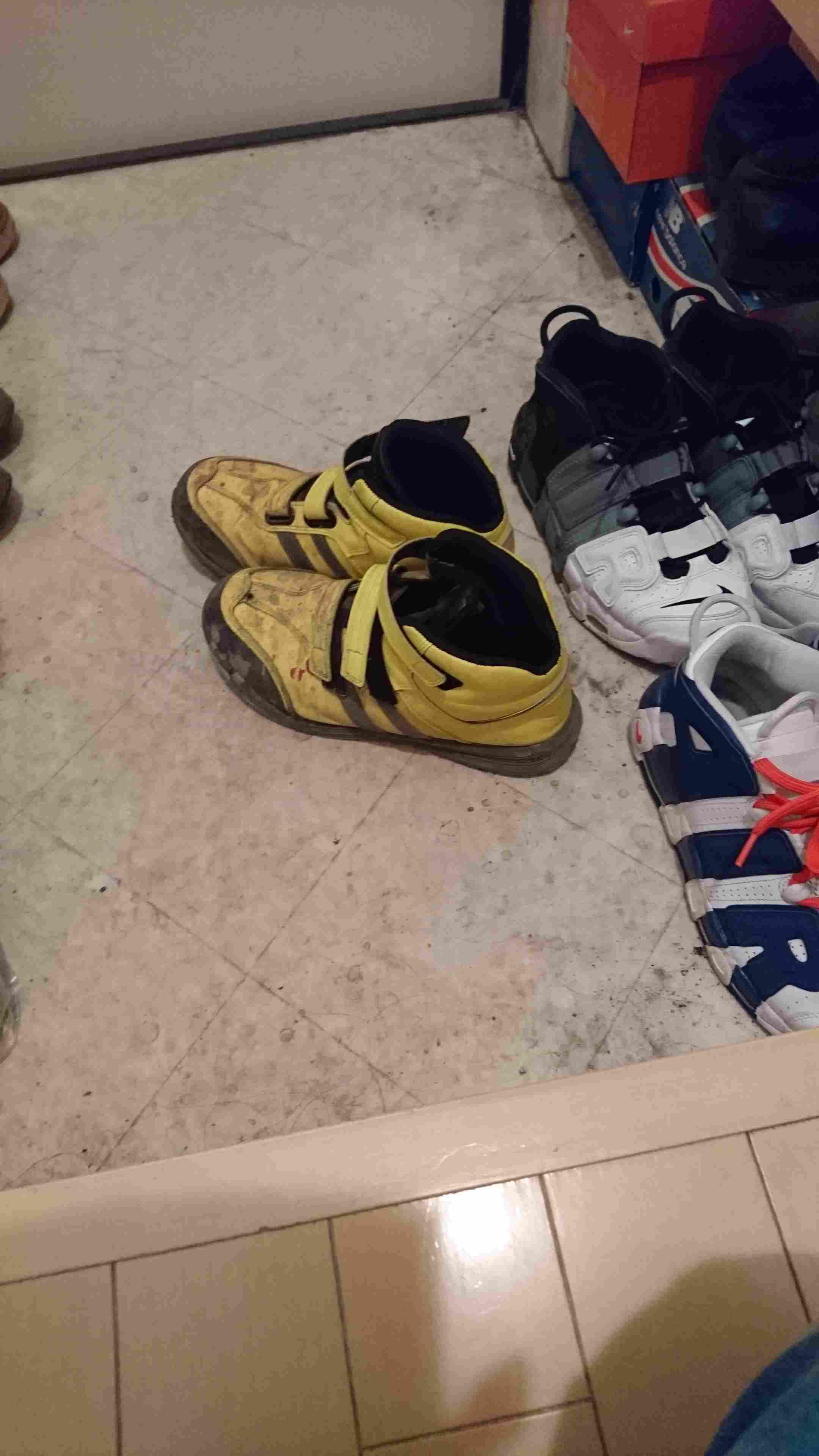 スニーカーと、全く関係ないんですけど 1番愛用してる靴です。