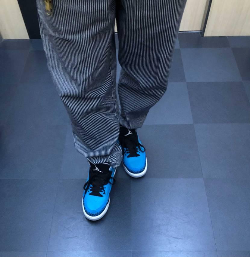 今日の足元はaj3パウダーブルー。この色、本当綺麗な発色で好きですね。 最近は