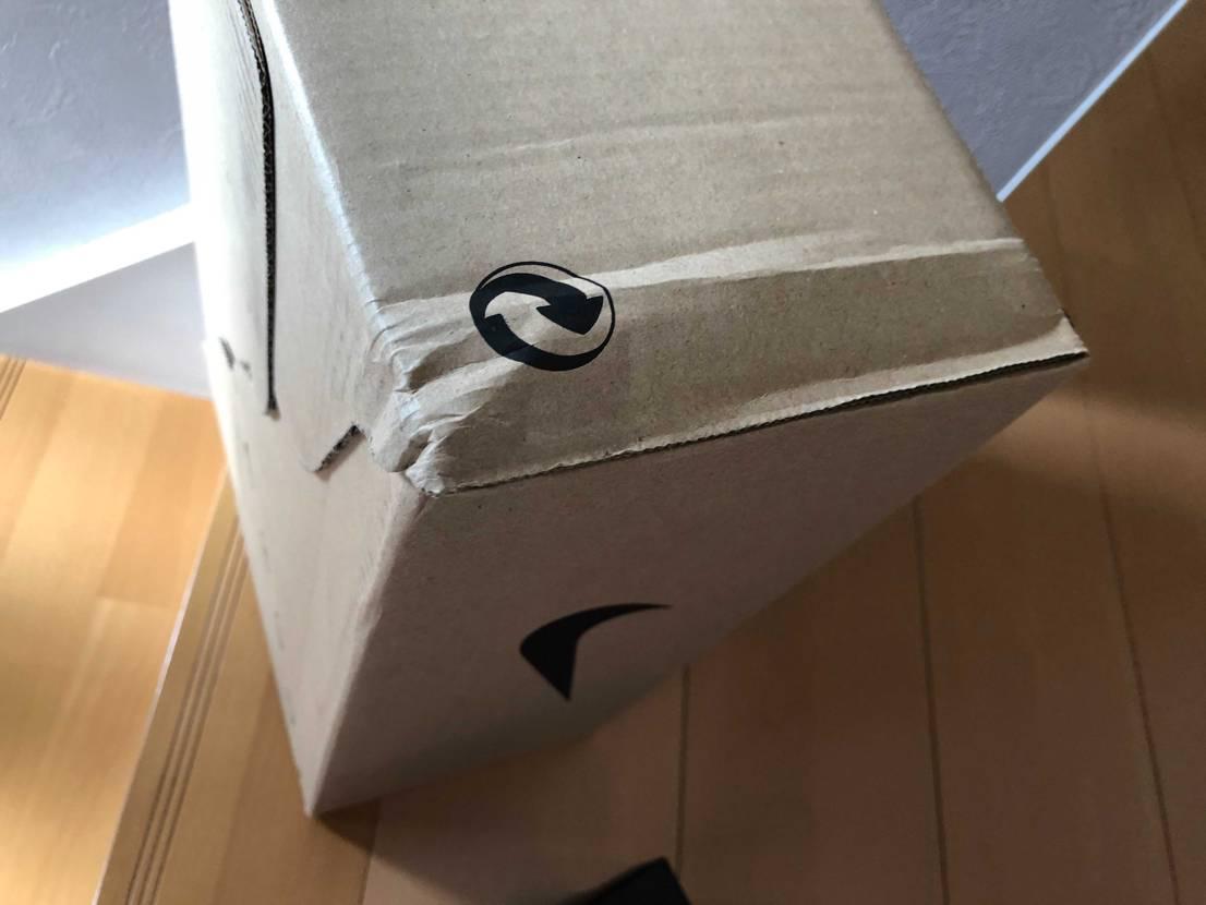 今日、届きました! 外箱の角凹んでるんですけどー😭 中は無事で良かった😗