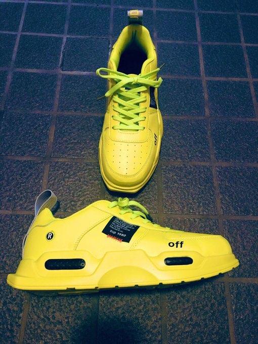 中国の靴  めちゃくちゃ安いのでおもちゃ感覚で買ってみた。 履き心地は意外