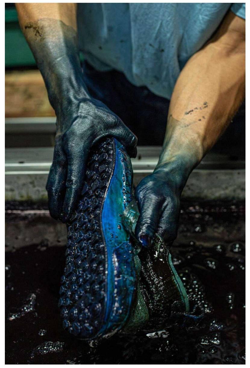 niwashiぐらいグッと来るストーリーでした👍 廃れてしまった地下足袋の藍染め