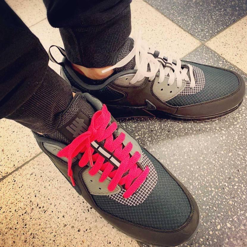 初履き UNDEFEATED × NIKE AIR MAX 90 靴ひもは両