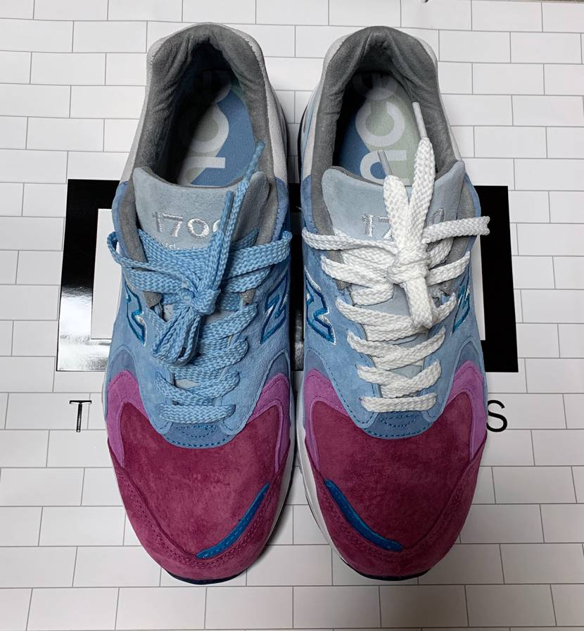 靴紐を入れてみました。 替え紐は水色が付属。 皆様はどちらの色が良いと思いま