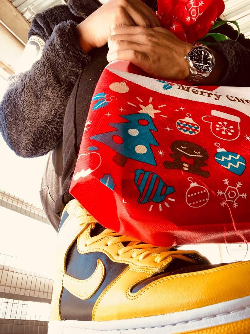 シューレース黄色にした。 トイザらスで一人サンタは買い物をする。 #ダンク#