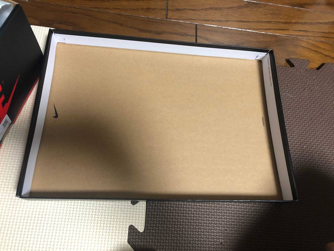 Jordan 1 のボックスの内側にある赤字のスタンプって無いことある?