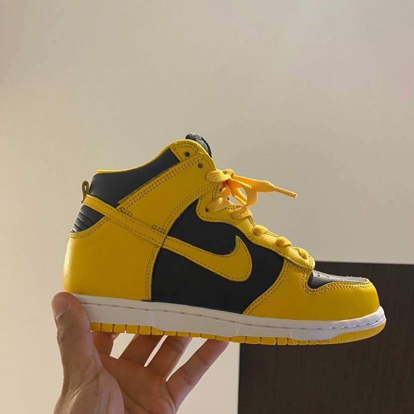 子供が黄色の靴が欲しいと言ったので、スニダンにて購入!なかなか良き
