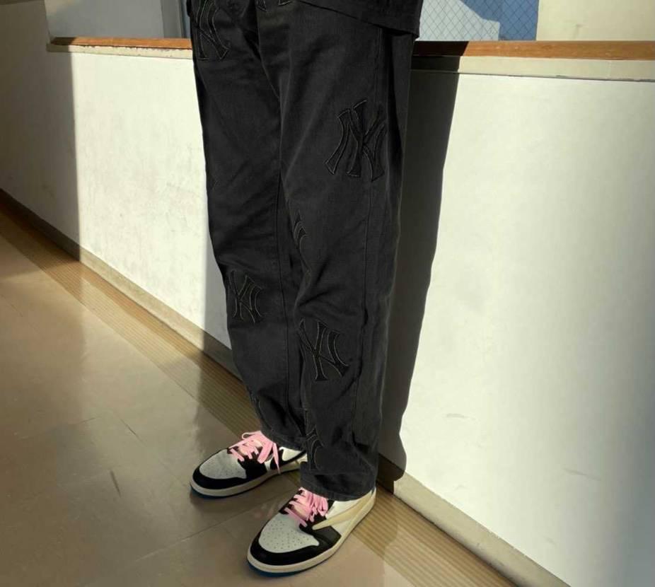 パンツ、控えめなデザインでいい感じ⚡️⚡️