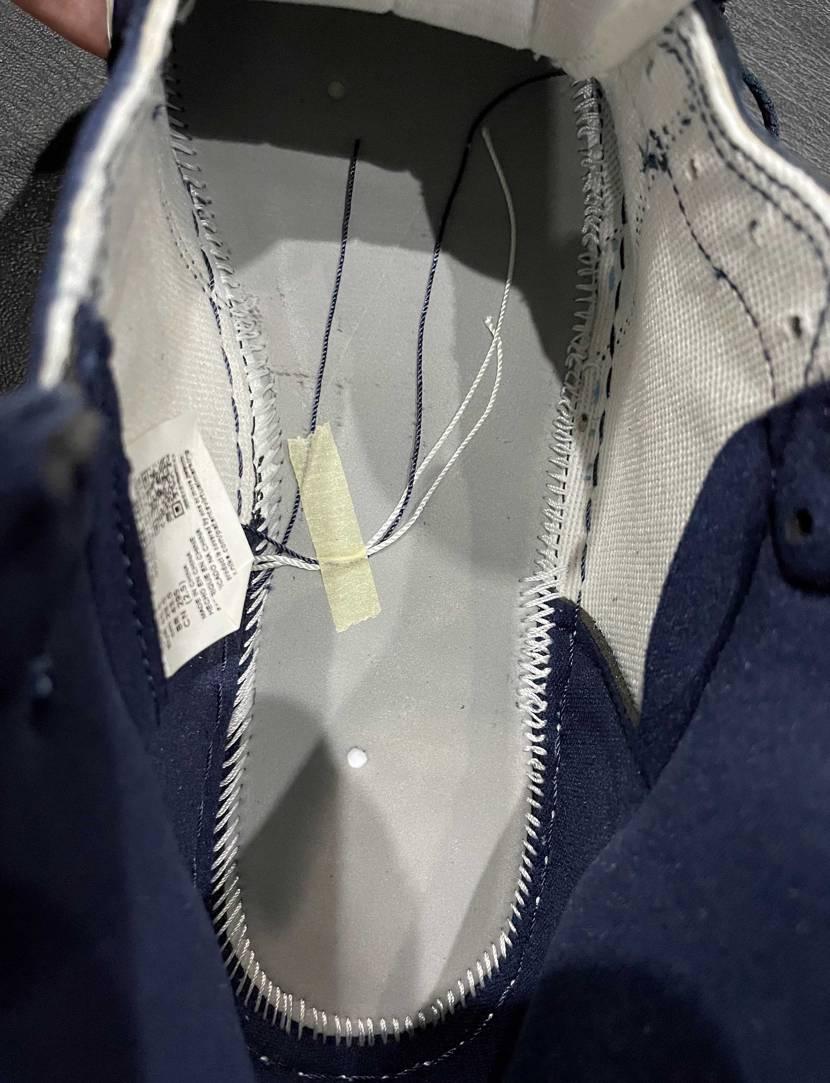 新品購入で中底の縫い目(右側)が結構ゆるいんですけど、これは個体差の範囲内ですか