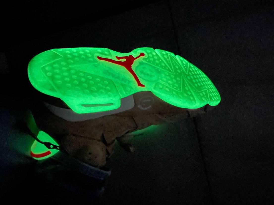 小学生以来、久々に光る靴に感動している