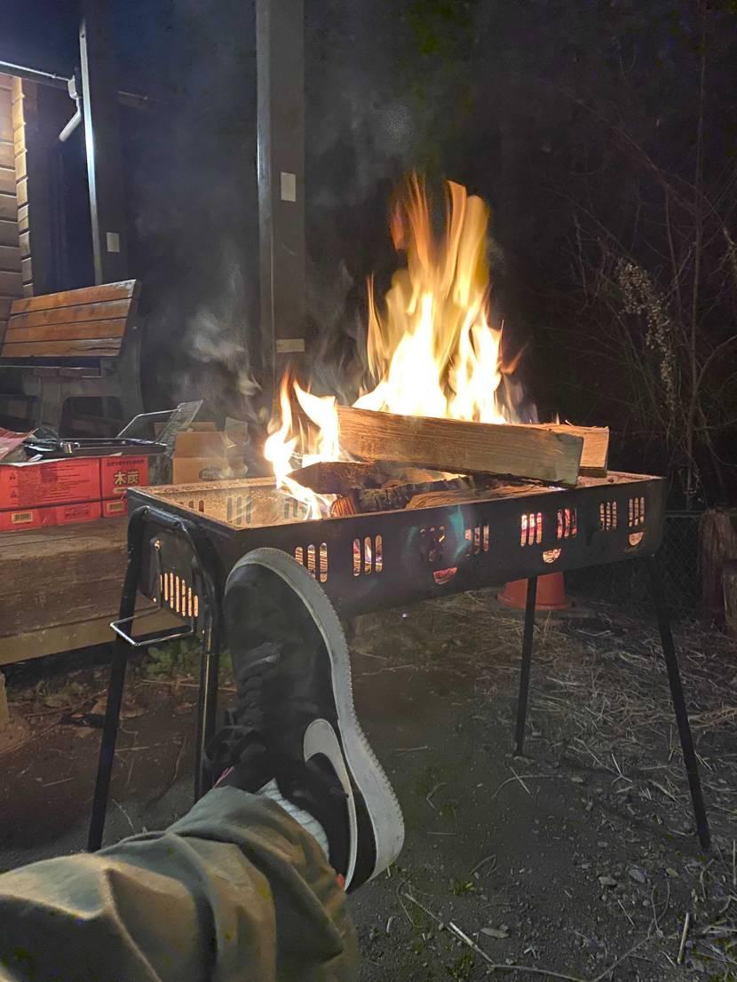 焚き火with Force One キャンプはボロボロのスニーカーが丁度いいっ