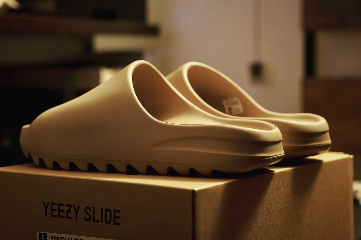 発売当初から履き心地を試してみたかったのが届いた。 土踏まずが盛り上がって合わ