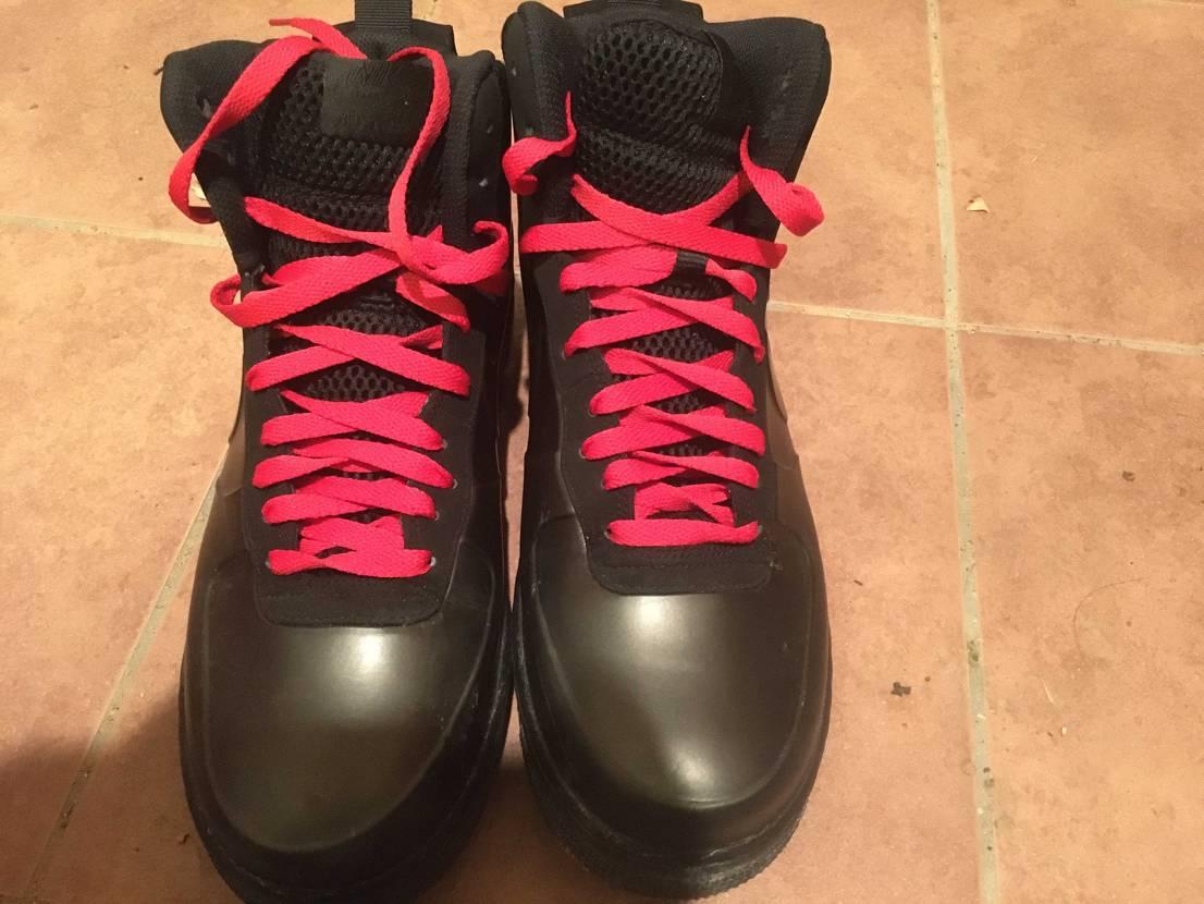 通勤シューズの靴紐を赤にしてみた。とても良い感じだ。仮面ライダーアマゾンみたいで