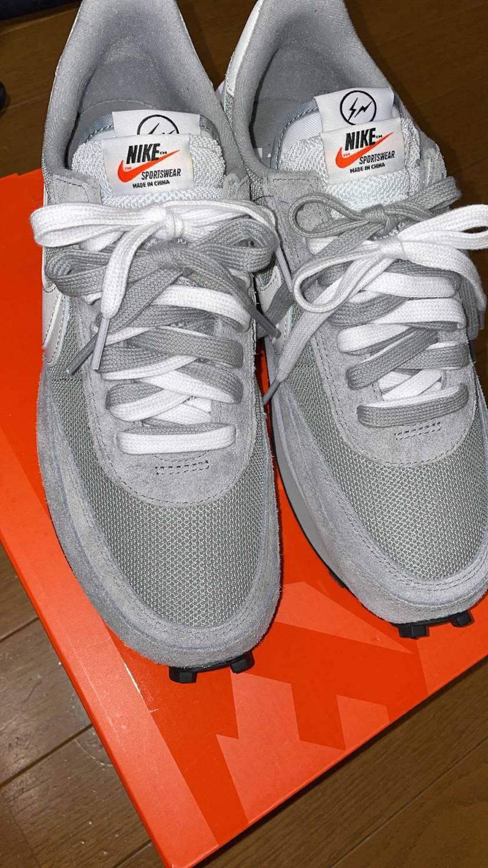 足細身、NIKEの靴のサイズ感ジャストで27ですが、こちら紐に余裕をつけたいなら
