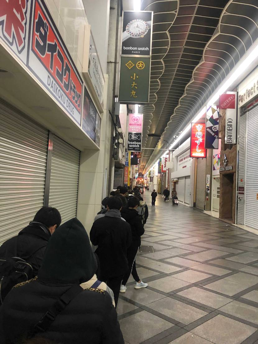 adidas大阪並び50人くらいです