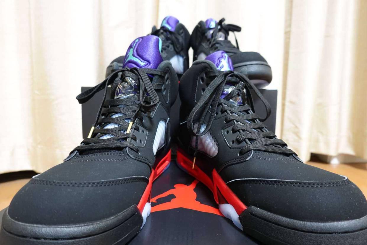 紫、黒、赤この配色カッケーわー。 妙に男心をくすぐるカラーリ