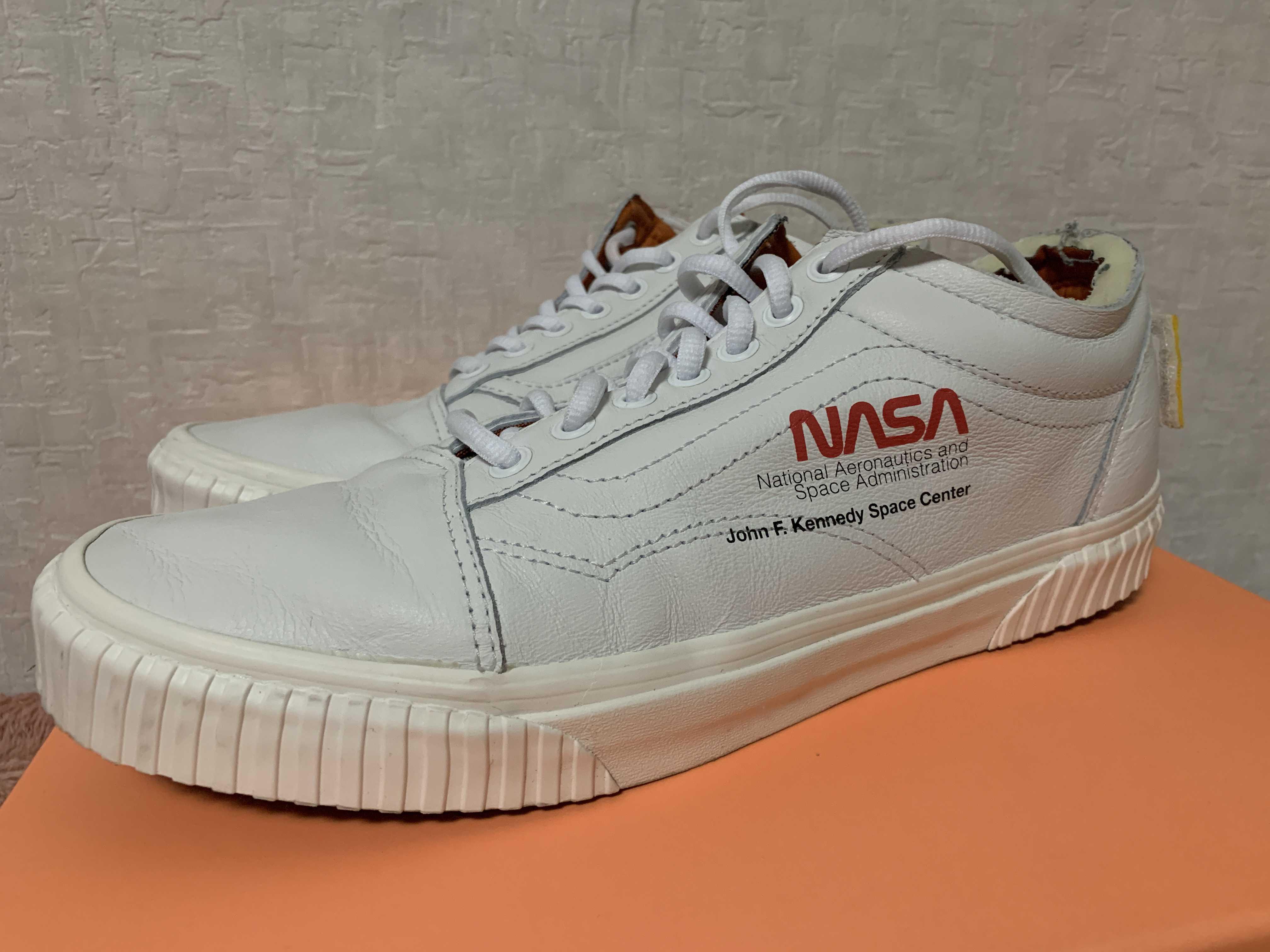 ナサ × バンズ スペース ボヤージ コレクション オールドスクール ホワイト