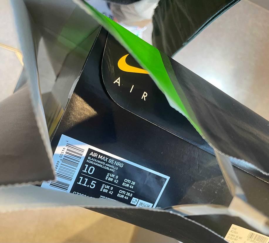 5番目で入店28cm以上完売。各1? 私がラス1でした。 真ん中のサイズ(26