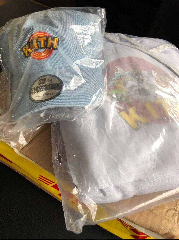 DHLからKITH×Looneyお届け物😊 帽子は定価購入じゃないけどパーカー