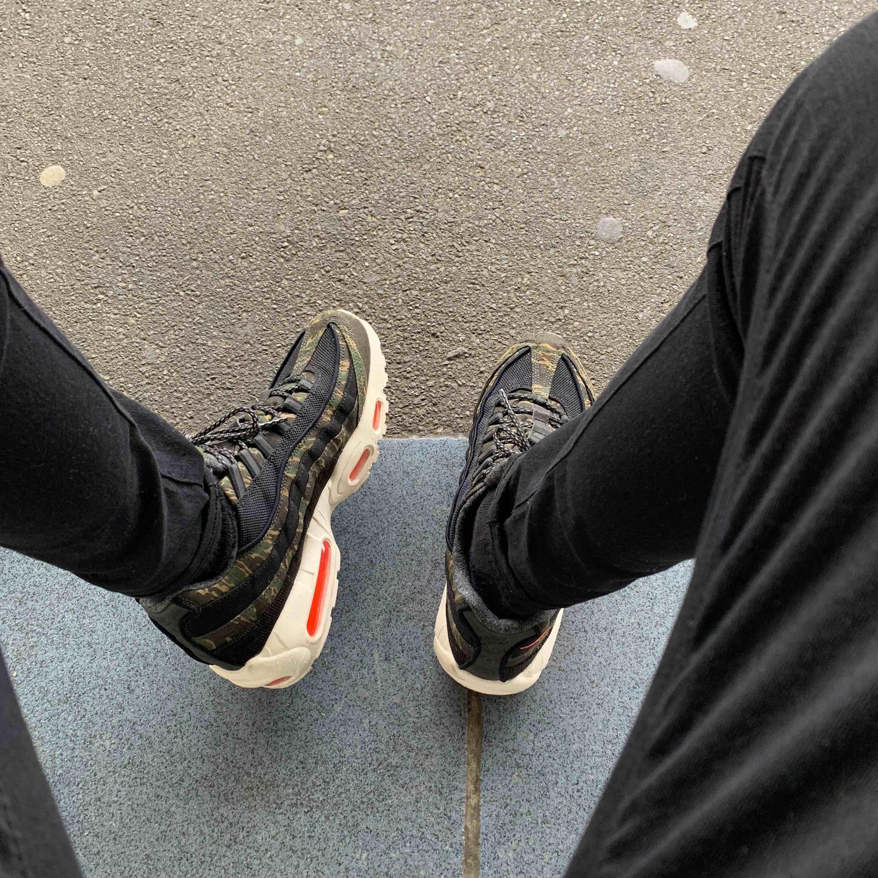 駅にてお気に入りの一足✨ #airmax #airmax95 #carhart