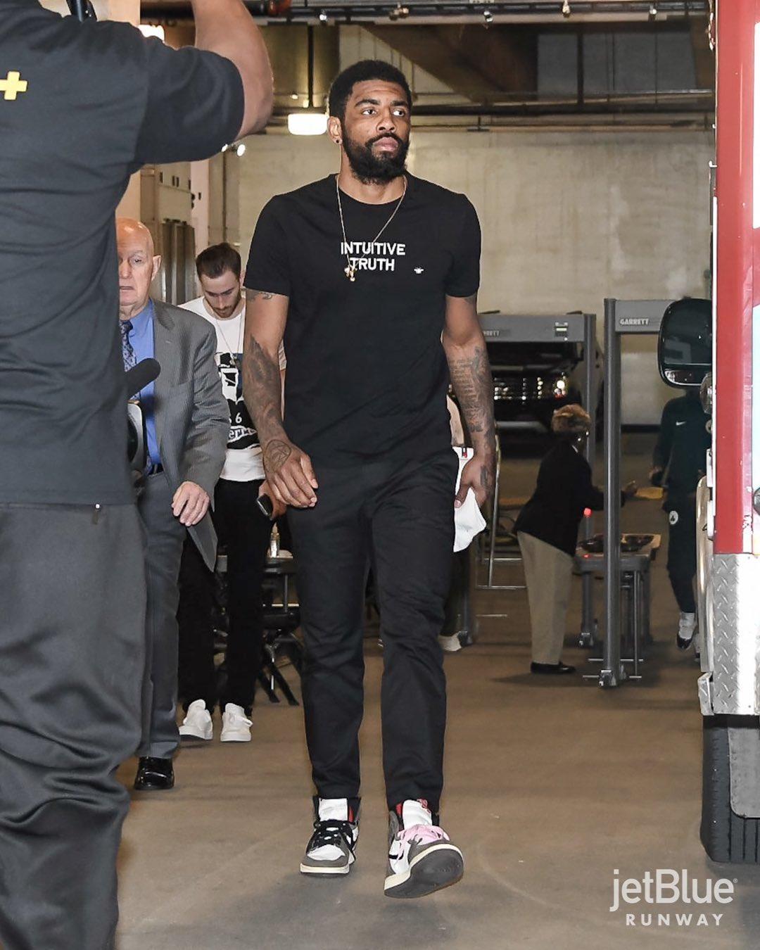 カイリーアービングも履いているのか…かっこいい^_^ NBA選手やチームのTw